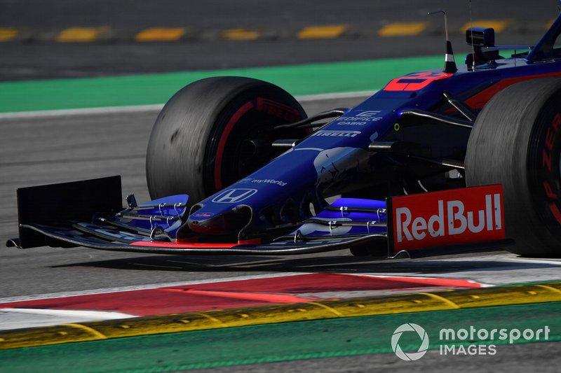 Ніс та переднє антикрило Scuderia Toro Rosso STR14