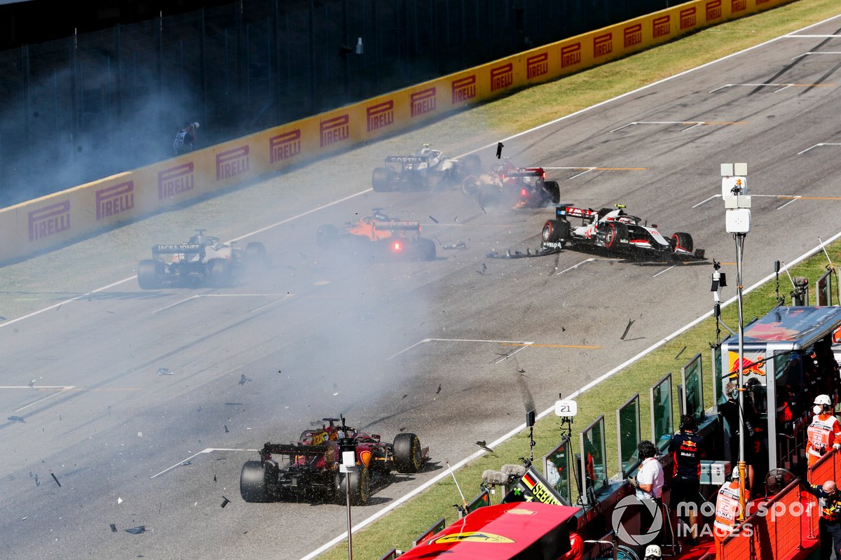 Carlos Sainz Jr., McLaren MCL35 and Kevin Magnussen, Haas VF-20 crash