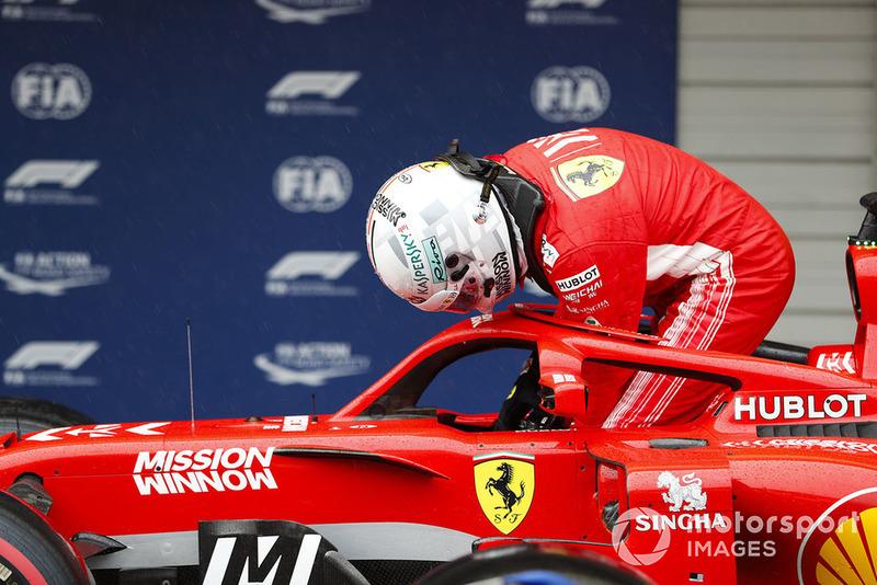 Sebastian Vettel, Ferrari, sort de sa voiture dans le parc fermé