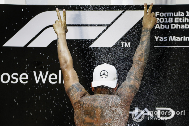 Podio: ganador de la carrera Lewis Hamilton, Mercedes AMG F1 W09 EQ Power+