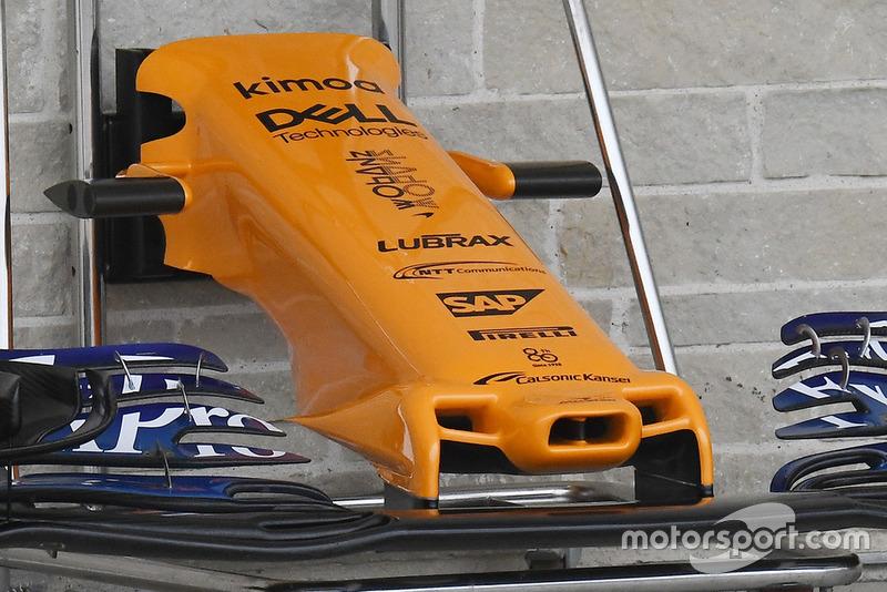 Vue détaillée de l'aileron avant de la McLaren MCL33