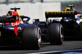 Daniel Ricciardo, Red Bull Racing RB14, follows Carlos Sainz Jr, Renault Sport F1 Team, in the pit lane