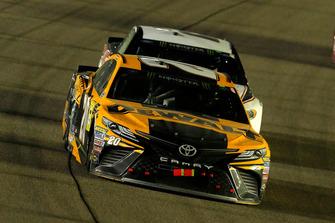 Erik Jones, Joe Gibbs Racing, Toyota Camry DeWalt e Brad Keselowski, Team Penske, Ford Fusion Discount Tire