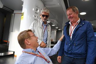 Mika Hakkinen (FIN), Martin Brundle, Sky TV and Damon Hill, Sky TV