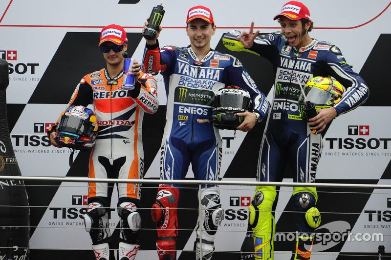 Podium: second place Dani Pedrosa, Repsol Hona; Race winner Jorge Lorenzo, Yamaha; third place Valentino Rossi, Yamaha