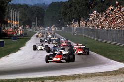 Jacky Ickx, Ferrari 312B leads Pedro Rodriguez, BRM, Clay Regazzoni, Ferrari 312B lead the field into Parabolica