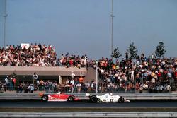 Жиль Вильнёв, Ferrari, и Алан Джонс, Williams