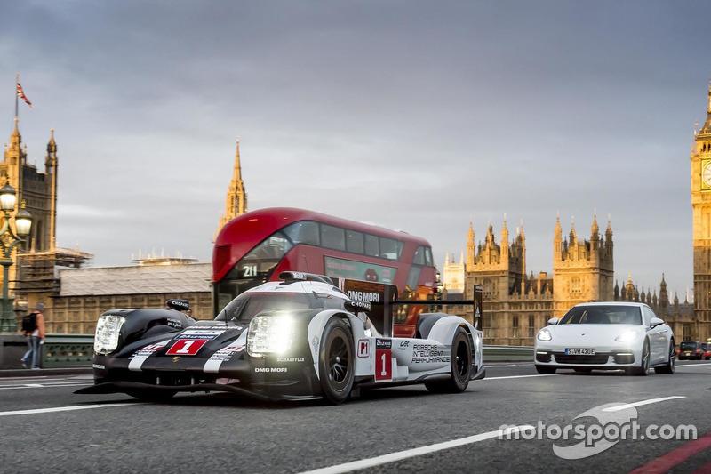 Марк Уэббер за рулем Porsche 919 Hybrid LMP1 в Лондоне