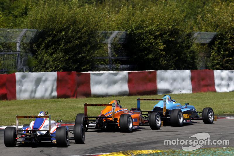 Luca Engstler, Liqui Moly Team Engstler; Lirim Zendeli, Mücke Motorsport; Jan-Erik Meikup, Jenzer Motorsport