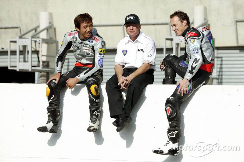 Kenny Roberts, Director del equipo Proton Team KR, Jeremy McWilliams, Proton Team KR y Nobuatsu Aoki, Proton Team KR