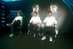 James Barclay, Direttore Tecnico, Jaguar Racing, Mitch Evans, Jaguar Racing e Nelson Piquet Jr., Jaguar Racing, sul palco