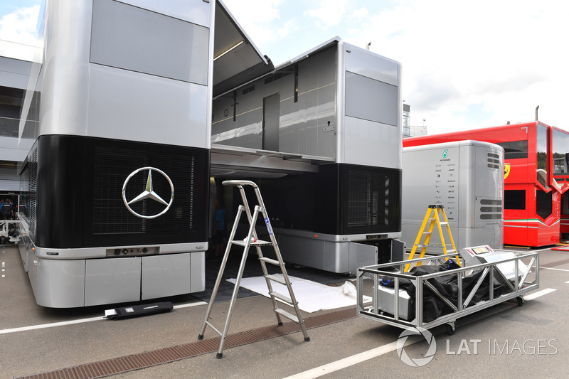 Camion Mercedes AMG F1