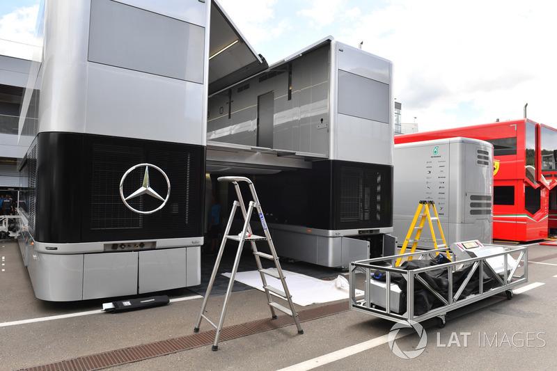 Truk Mercedes AMG F1