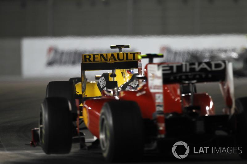 GP de Abu Dhabi 2010 – Chegando como líder à decisão do mundial, o espanhol perdeu o título após um erro estratégico da Ferrari tê-lo deixado atrás de Vitaly Petrov após seu pit stop. Sem conseguir passar o russo, ele viu Vettel vencer.
