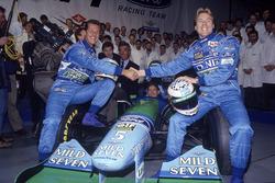 Michael Schumacher,Benetton, J.J. Lehto con Richard Grundy, Flavio Briatore, Jos Verstappen detrás