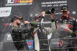 Podio: il vincitore della gara Francisco Mora, M1RA Hyundai i30 N TCR, il secondo classificato Dániel Nagy, M1RA Hyundai i30 N TCR, il terzo classificato Josh Files, Hell Energy Racing con KCMG Honda Civic Type R TCR