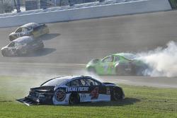 Crash: Kevin Harvick, Stewart-Haas Racing Ford Fusion, Danica Patrick, Premium Motorsports Chevrolet Camaro