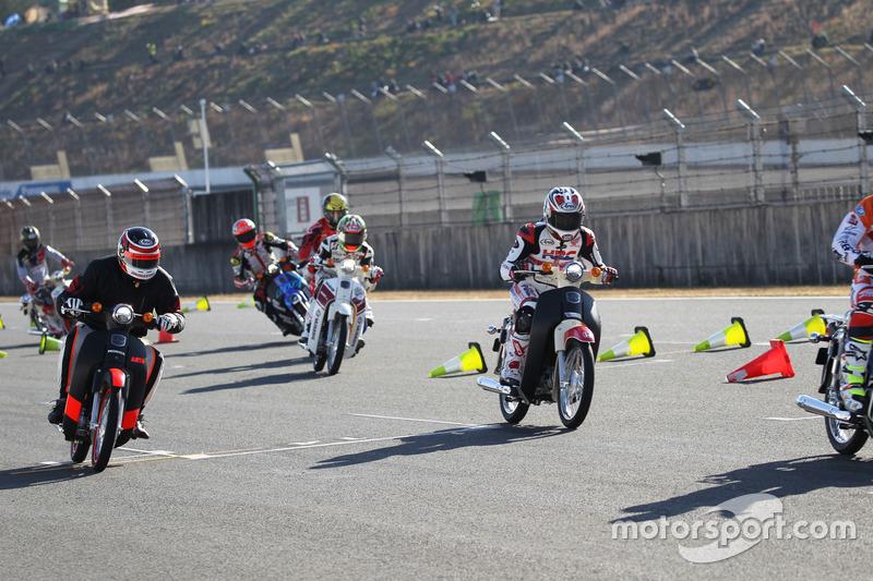 Super Cub 100 race