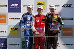 الفائز بالسباق رالف أرون، بريما، المركز الثاني روبرت شفارتسمان، بريما، المركز الثالث جوري فيبس، موتورباك