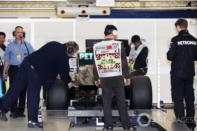Новинка злила соперников. Red Bull спрашивала FIA о легальности системы, а Lotus вообще подала в Китае протест. Но судьи причин для запрета не нашли, и соперникам пришлось работать над собственными воздуховодами