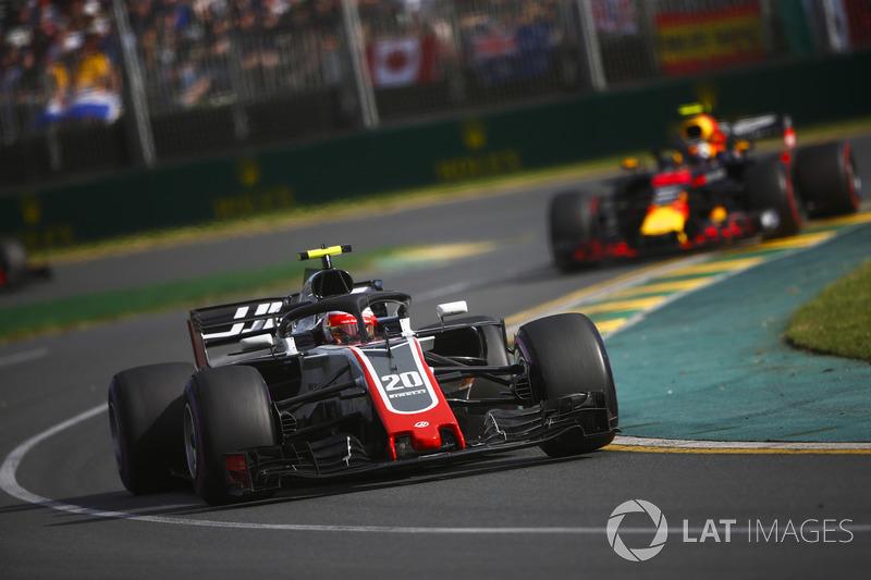 Kevin Magnussen, Haas F1 Team VF-18 Ferrari, Max Verstappen, Red Bull Racing RB14 Tag Heuer
