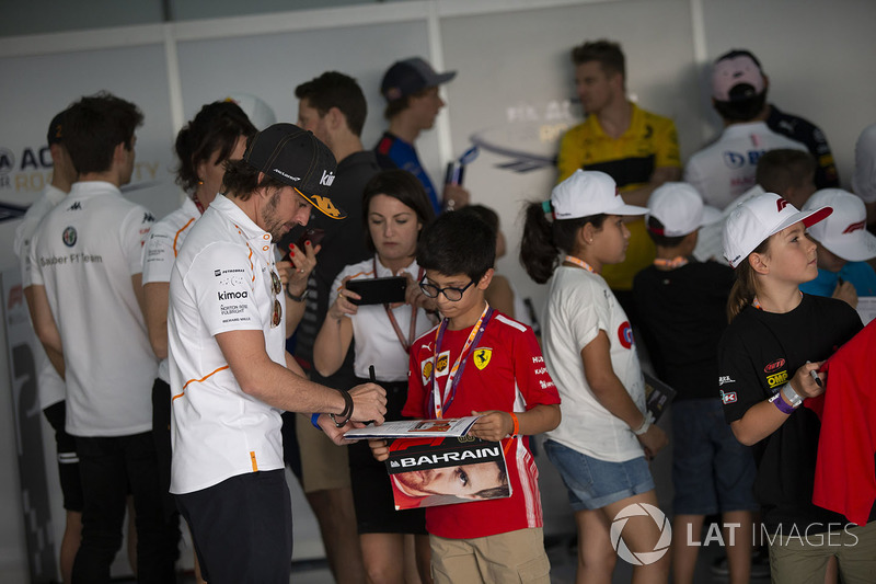 Fernando Alonso, McLaren and grid kid on the drivers parade