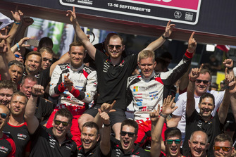 Winners Ott Tänak, Martin Järveoja, Toyota Gazoo Racing WRT Toyota Yaris WRC with the team