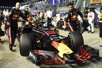 Daniel Ricciardo, Red Bull Racing RB14 sur la grille