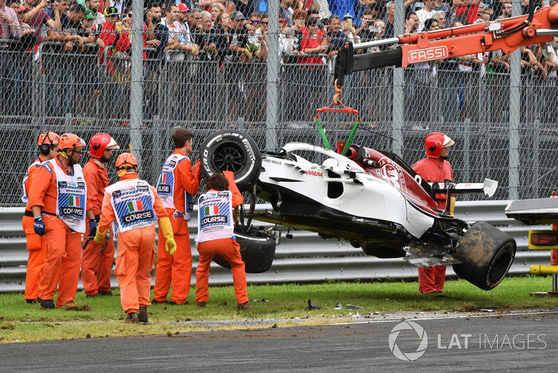 The crashed car of Marcus Ericsson, Sauber C37 is recovered in FP2