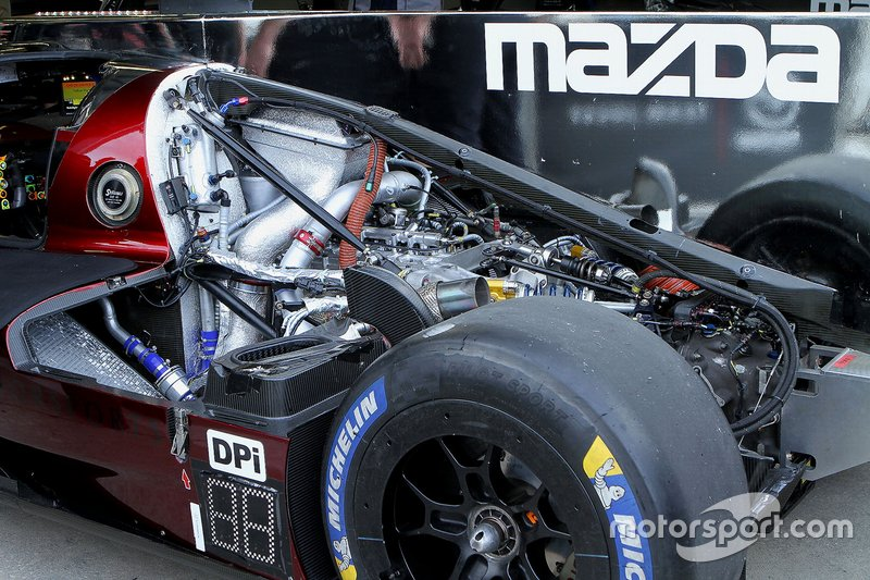 Detalle del motor del #77 Mazda Team Joest Mazda DPi,