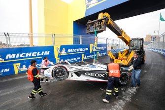 Recovery of Maximilian Gunther, Dragon Racing, Penske EV-3 car