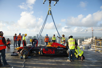 David Coulthard, Red Bull Racing RB7 a 700 pies de altura