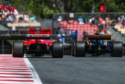 Sebastian Vettel, Ferrari SF70H and Jolyon Palmer, Renault Sport F1 Team RS17