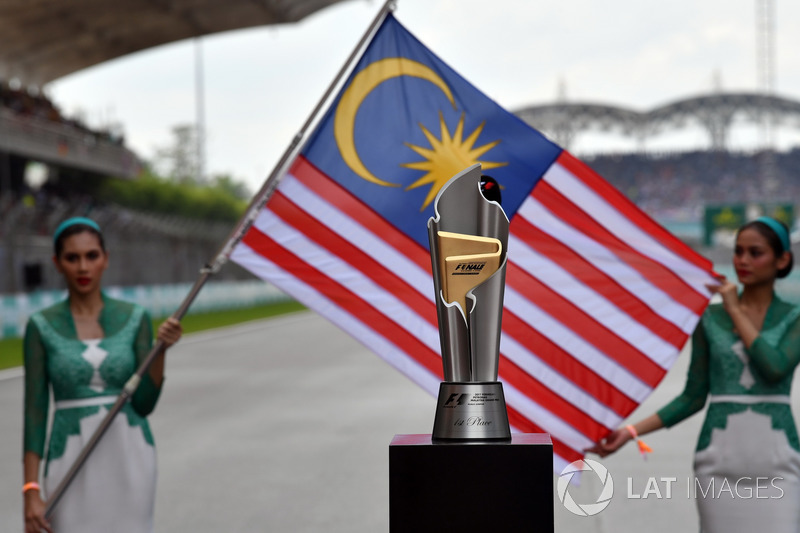 Trophy and Grid girls, the Flag of Malaysia