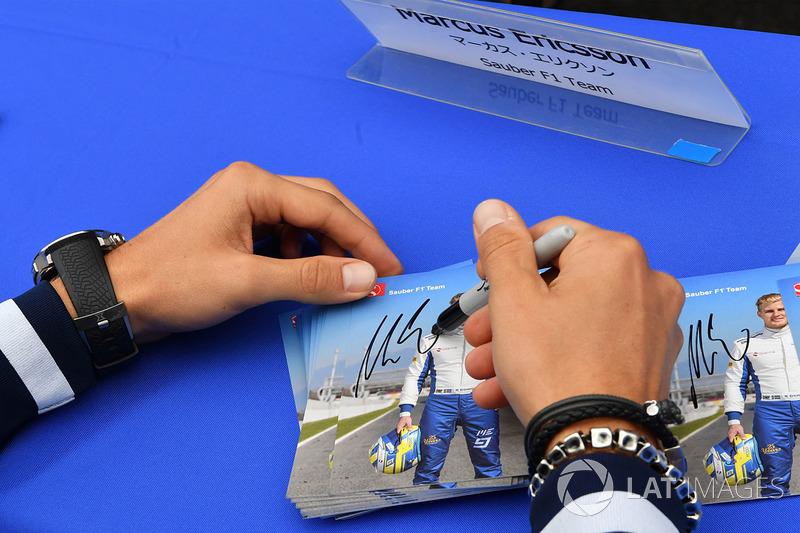 Marcus Ericsson, Sauber autograph cards