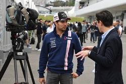 Sergio Pérez, Sahara Force India con Rodrigo Sánchez, Director de Marketing del GP de México