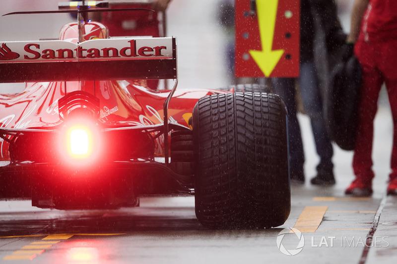 Kimi Raikkonen, Ferrari SF70H, in the pit lane