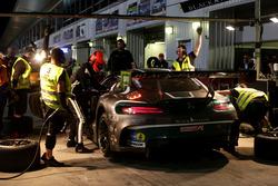 Pit stop #3 Black Falcon Mercedes AMG GT3: Abdulaziz Al Faisal, Hubert Haupt, Yelmer Buurman, Michal Broniszewski, Maro Engel