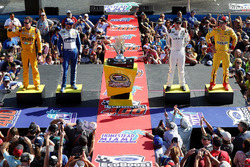 Chase contenders Kyle Busch, Joe Gibbs Racing Toyota, Jimmie Johnson, Hendrick Motorsports Chevrolet, Carl Edwards, Joe Gibbs Racing Toyota, Joey Logano, Team Penske Ford