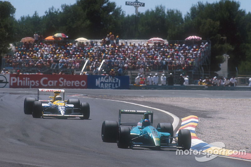 Ivan Capelli, Leyton House CG901 Judd takes the lead of the race for the first time, with Riccardo P