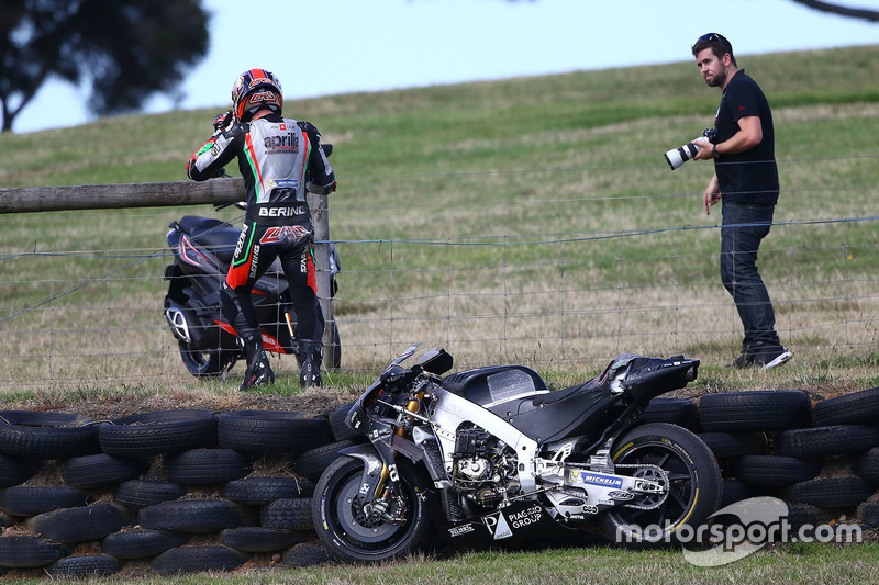 Sam Lowes, Aprilia Racing Team Gresini in trouble