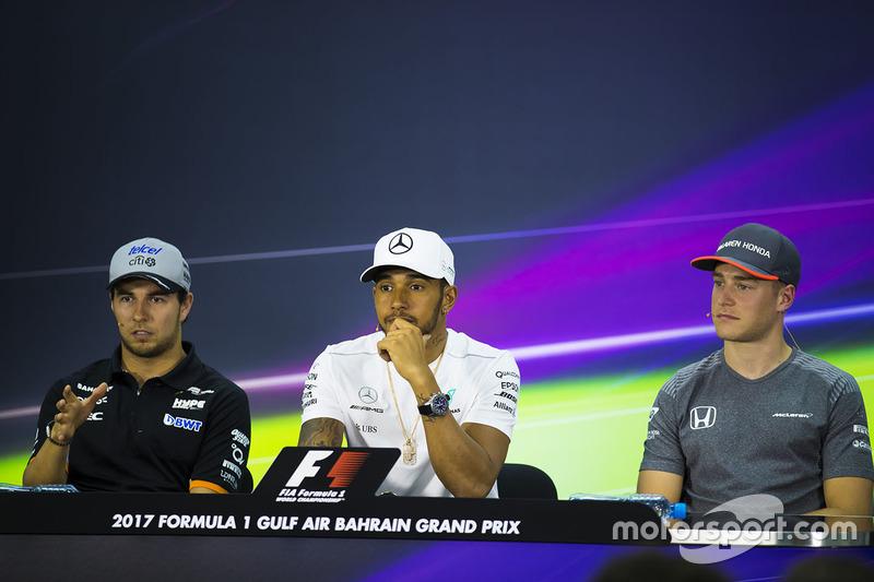 Sergio Perez, Force India; Lewis Hamilton, Mercedes AMG F1; Stoffel Vandoorne, McLaren