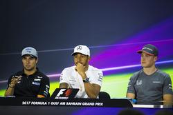 Sergio Pérez, Force India, Lewis Hamilton, Mercedes AMG, Stoffel Vandoorne, McLaren,  en la Conferencia de prensa