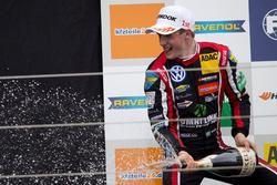 Podium: Race winner Joel Eriksson, Motopark, Dallara F317 - Volkswagen