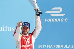 Nick Heidfeld, Mahindra Racing, en el podio