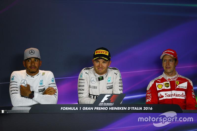 Lewis Hamilton, Mercedes AMG F1 W07, Mercedes AMG Petronas F1 W07 y Nico Rosberg, Sebastian Vettel, Scuderia Ferrari en la Conferencia de prensa