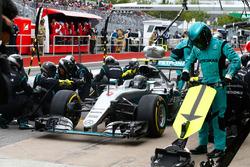 Nico Rosberg, Mercedes AMG F1 W07 Hybrid makes a pit stop