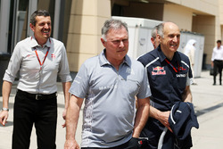 Guenther Steiner, Director de equipo de Haas F1 con Dave Ryan, Director de Manor Racing carreras y F
