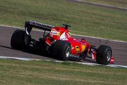 Эстебан Гутьеррес, Ferrari тестирует шины Pirelli для сезона 2017