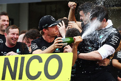 Race winner Nico Rosberg, Mercedes AMG F1 celebrates winning the constructors' championship with Tot
